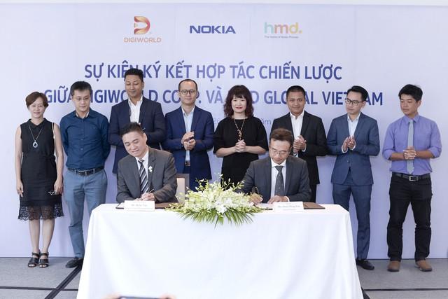 đầu tư giá trị - nokia signing hinh 1 15379534450251824199790 - 'Ông vua' điện thoại một thời Nokia bắt tay với Digiworld, phân phối smartphone tại thị trường Việt Nam