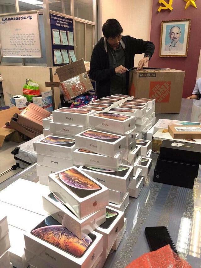Hải quan Tân Sơn Nhất bắt giữ lô hàng hơn 250 iPhone, trị giá gần 7 tỷ đồng - Ảnh 1.