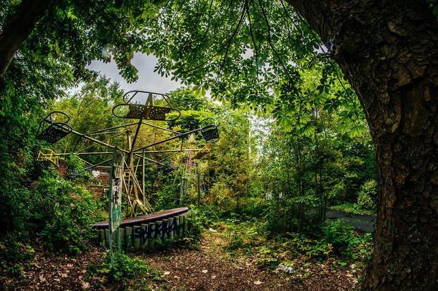 Công viên giải trí lâu đời nhất châu Âu: Vắng bóng người lui tới sau tai nạn khiến 1 bé trai mất cả cánh tay, rồi lặng lẽ đóng cửa và bị bỏ hoang suốt 16 năm qua - Ảnh 13.
