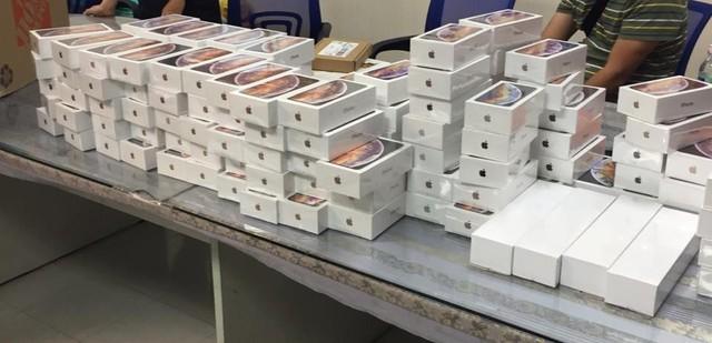 Hải quan Tân Sơn Nhất bắt giữ lô hàng hơn 250 iPhone, trị giá gần 7 tỷ đồng - Ảnh 3.