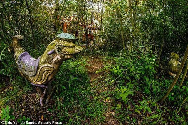 Công viên giải trí lâu đời nhất châu Âu: Vắng bóng người lui tới sau tai nạn khiến 1 bé trai mất cả cánh tay, rồi lặng lẽ đóng cửa và bị bỏ hoang suốt 16 năm qua - Ảnh 5.