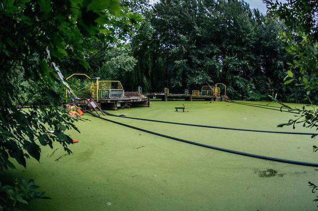 Công viên giải trí lâu đời nhất châu Âu: Vắng bóng người lui tới sau tai nạn khiến 1 bé trai mất cả cánh tay, rồi lặng lẽ đóng cửa và bị bỏ hoang suốt 16 năm qua - Ảnh 6.