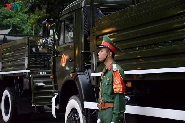 Hình ảnh cỗ linh xa đưa linh cữu Chủ tịch nước Trần Đại Quang về đất Mẹ - Ảnh 11.