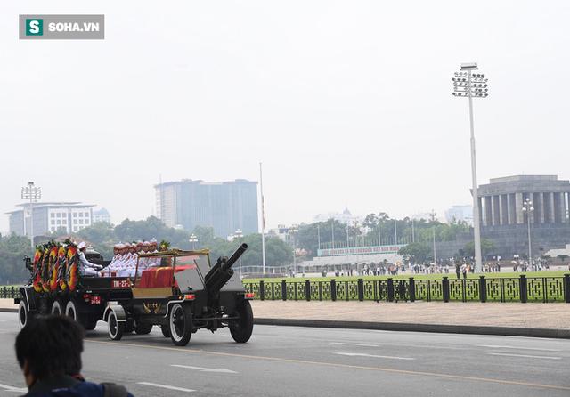 [TRỰC TIẾP] Xe tang đưa linh cữu Chủ tịch nước Trần Đại Quang về quê hương Ninh Bình - Ảnh 12.