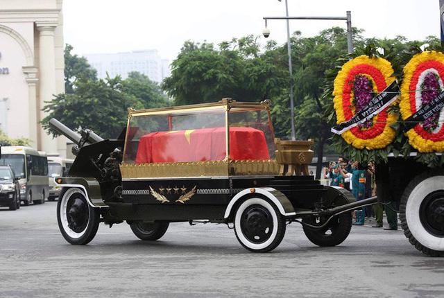 [TRỰC TIẾP] Xe tang đưa linh cữu Chủ tịch nước Trần Đại Quang về quê hương Ninh Bình - Ảnh 18.