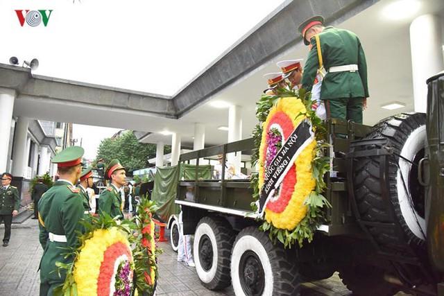 Hình ảnh cỗ linh xa đưa linh cữu Chủ tịch nước Trần Đại Quang về đất Mẹ - Ảnh 3.