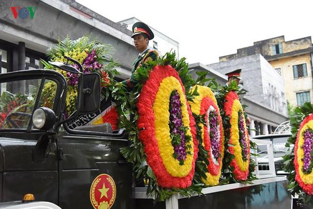 Hình ảnh cỗ linh xa đưa linh cữu Chủ tịch nước Trần Đại Quang về đất Mẹ - Ảnh 4.