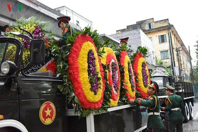 Hình ảnh cỗ linh xa đưa linh cữu Chủ tịch nước Trần Đại Quang về đất Mẹ - Ảnh 6.