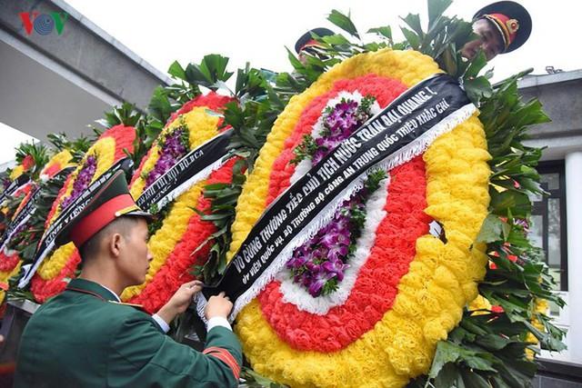 Hình ảnh cỗ linh xa đưa linh cữu Chủ tịch nước Trần Đại Quang về đất Mẹ - Ảnh 7.