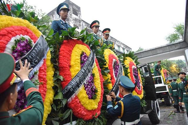 Hình ảnh cỗ linh xa đưa linh cữu Chủ tịch nước Trần Đại Quang về đất Mẹ - Ảnh 8.