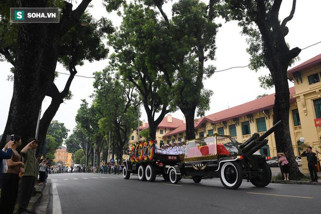 [TRỰC TIẾP] Xe tang đưa linh cữu Chủ tịch nước Trần Đại Quang về quê hương Ninh Bình - Ảnh 9.