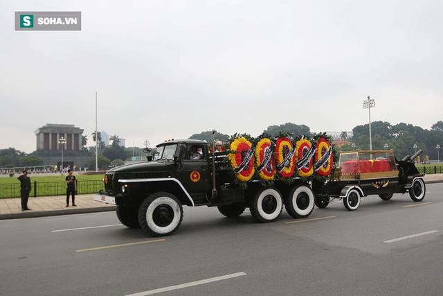 [TRỰC TIẾP] Xe tang đưa linh cữu Chủ tịch nước Trần Đại Quang về quê hương Ninh Bình - Ảnh 10.