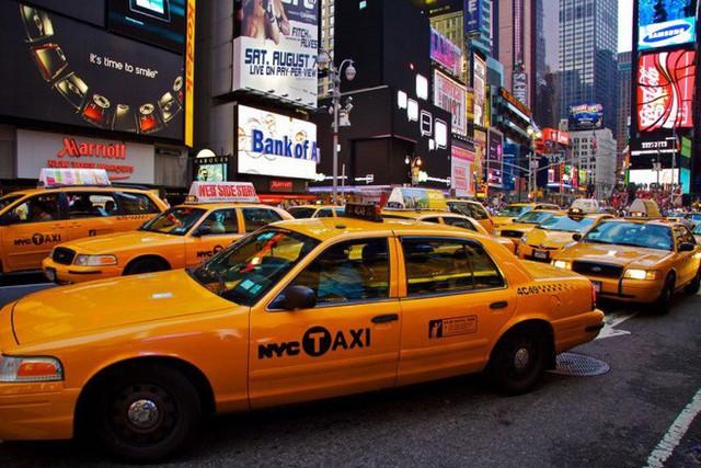 Tại sao taxi thường được sơn màu vàng? - Ảnh 1.