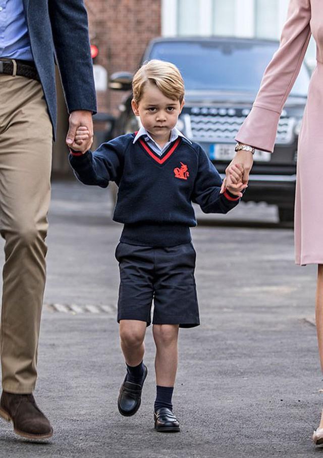 Loạt ảnh ngày đầu tiên đi học siêu đáng yêu của các công chúa, hoàng tử nhí trên thế giới - Ảnh 1.
