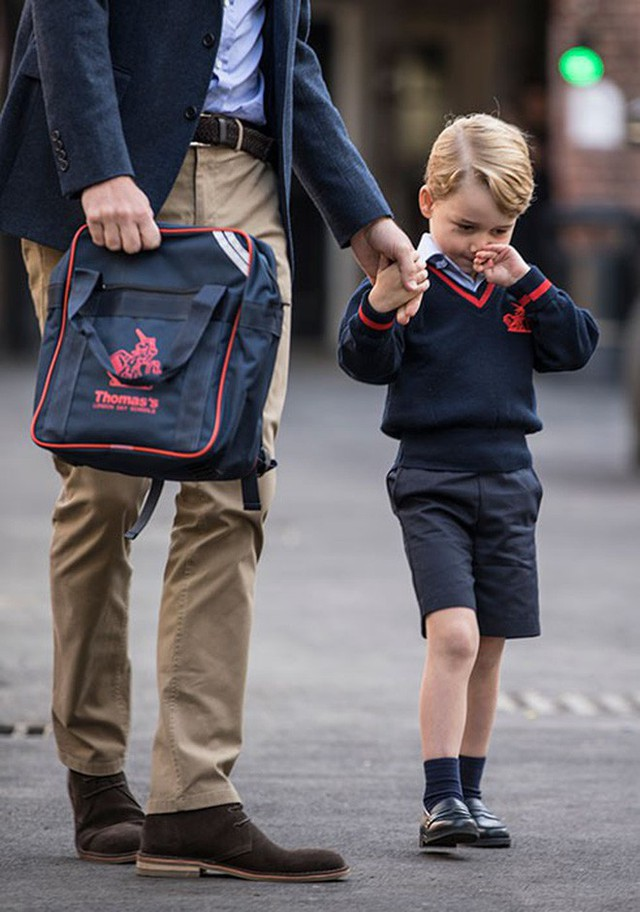 Loạt ảnh ngày đầu tiên đi học siêu đáng yêu của các công chúa, hoàng tử nhí trên thế giới - Ảnh 2.