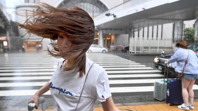 Hình ảnh có thật, nhìn như ngày tận thế trên phim: siêu bão Jebi lớn nhất trong 25 năm qua đổ bộ vào Nhật Bản - Ảnh 3.