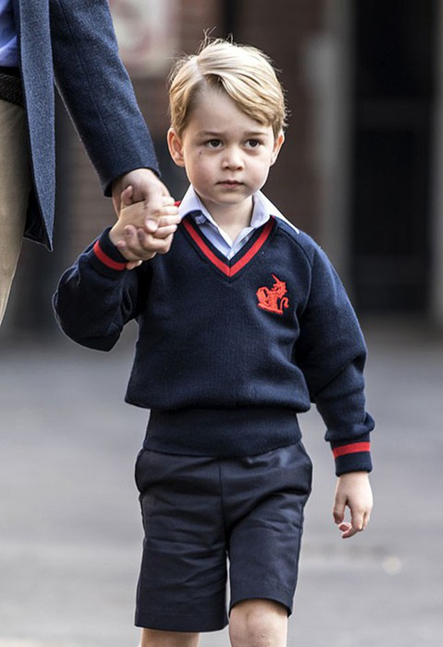 Loạt ảnh ngày đầu tiên đi học siêu đáng yêu của các công chúa, hoàng tử nhí trên thế giới - Ảnh 3.