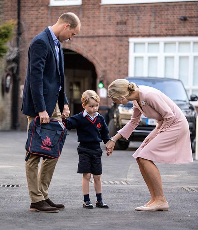 Loạt ảnh ngày đầu tiên đi học siêu đáng yêu của các công chúa, hoàng tử nhí trên thế giới - Ảnh 4.