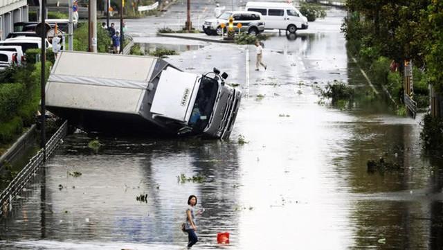 Hình ảnh có thật, nhìn như ngày tận thế trên phim: siêu bão Jebi lớn nhất trong 25 năm qua đổ bộ vào Nhật Bản - Ảnh 7.