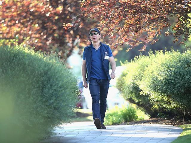 Giàu nhất thế giới, Jeff Bezos vẫn rửa bát sau mỗi bữa tối - Ảnh 9.