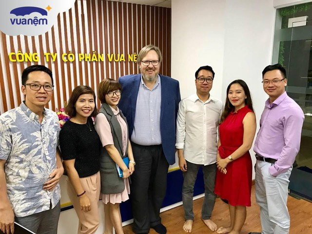 Sau khi nhận vốn ngoại từ Mekong Capital, chuỗi Vua Nệm bổ nhiệm thêm sếp ngoại về làm Giám đốc điều hành - Ảnh 2.