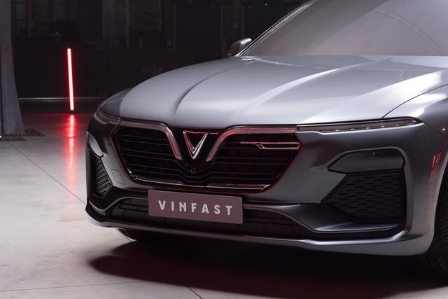 VinFast công bố những hình ảnh ngoại thất đầu tiên của 2 mẫu xe Sedan và SUV - Ảnh 2.