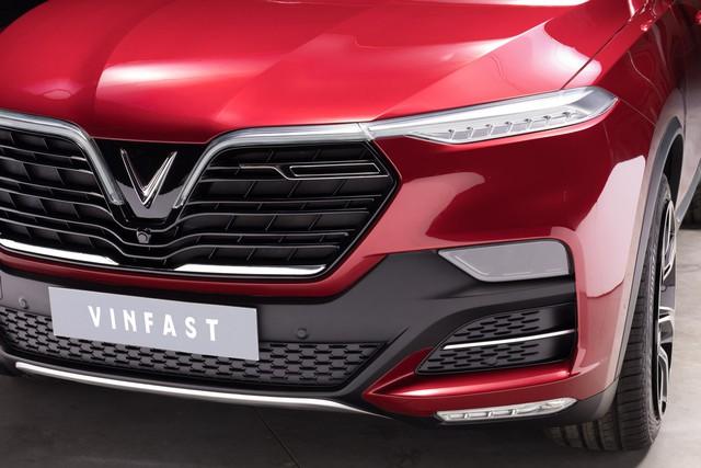 VinFast công bố những hình ảnh ngoại thất đầu tiên của 2 mẫu xe Sedan và SUV - Ảnh 3.