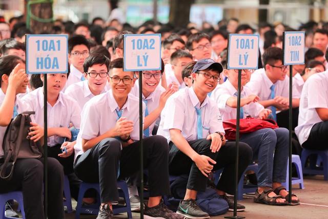 Bài phát biểu truyền cảm hứng của PGS ĐH Quốc gia Hà Nội: Chúng ta chỉ có thể vĩ đại được khi làm tốt, sống tốt như một người bình thường - Ảnh 3.