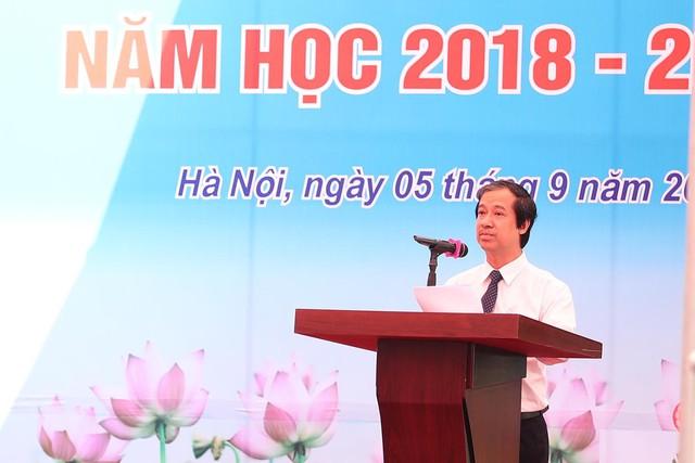 Bài phát biểu truyền cảm hứng của PGS ĐH Quốc gia Hà Nội: Chúng ta chỉ có thể vĩ đại được khi làm tốt, sống tốt như một người bình thường - Ảnh 1.