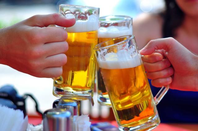Có một thế hệ mang tên LƯỜI: Lười đọc sách, lười lao động, thích rượu bia, căn bệnh trầm kha khiến chúng ta mãi không giàu? - Ảnh 2.