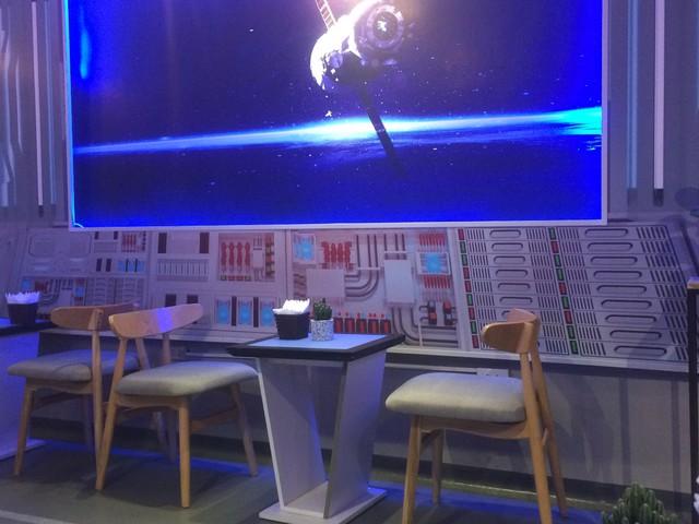 Chuyện khởi nghiệp của anh kỹ sư tay ngang lần đầu mở quán cà phê có robot phục vụ  - Ảnh 2.