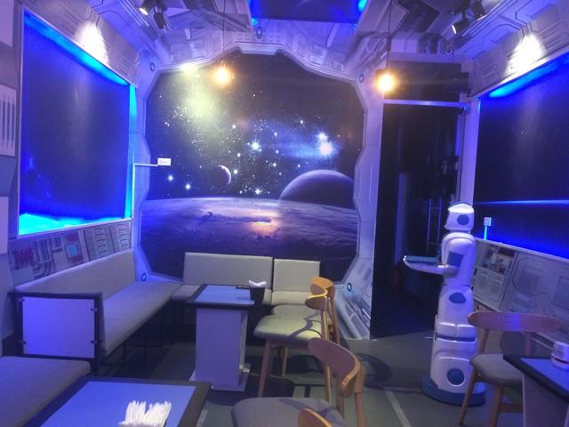 Chuyện khởi nghiệp của anh kỹ sư tay ngang lần đầu mở quán cà phê có robot phục vụ  - Ảnh 3.