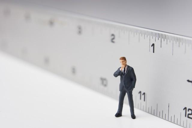 Thước đo nào cho cuộc đời bạn: Tại sao chúng ta đều đang dùng sai tiêu chuẩn để đo độ sâu đậm của đời người - Ảnh 1.