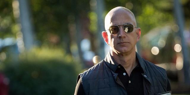 Cấm dùng Powerpoint, làm việc ở đây không dễ đâu và 7 ví dụ về phong cách quản lý không giống ai của Jeff Bezos - Ảnh 1.