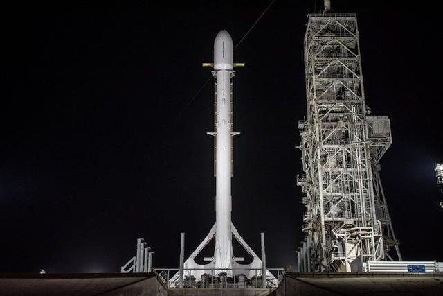 Tên lửa Falcon 9 của SpaceX vừa thực hiện thành công một sứ mệnh bí mật cho chính phủ Mỹ và hạ cánh an toàn - Ảnh 1.