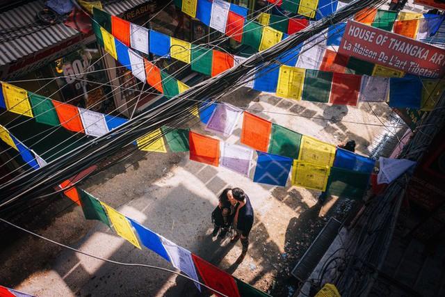 Bộ ảnh cưới không bình thường chút nào ở Nepal của cựu CEO Uber Việt Nam - Ảnh 2.