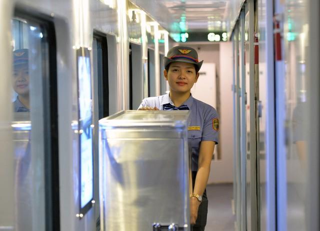 Thử nghiệm đoàn tàu thế hệ mới cùng suất ăn hàng không trên tuyến đường sắt Bắc Nam - Ảnh 12.