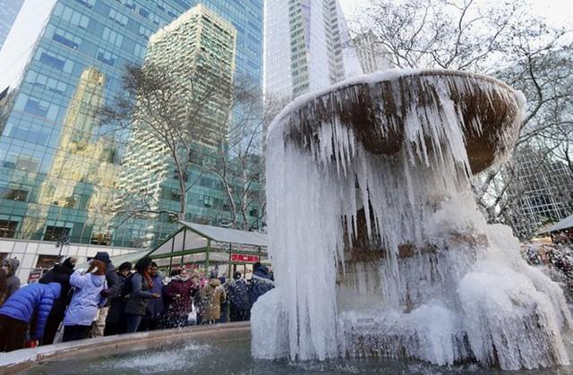 16 cảnh đóng băng giúp bạn thấu hiểu sức mạnh dữ dội của giá lạnh trời Tây - Ảnh 14.