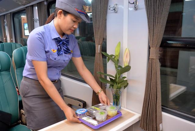 Thử nghiệm đoàn tàu thế hệ mới cùng suất ăn hàng không trên tuyến đường sắt Bắc Nam - Ảnh 14.