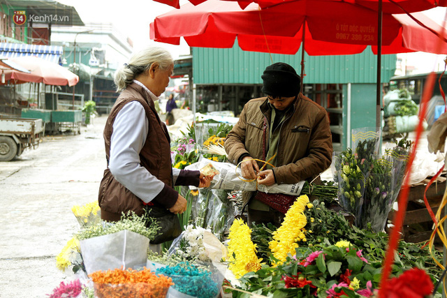 Người dân làng đào Nhật Tân: Từ giờ đến Tết mà rét thế này thì đào không nở hoa kịp mất! - Ảnh 18.