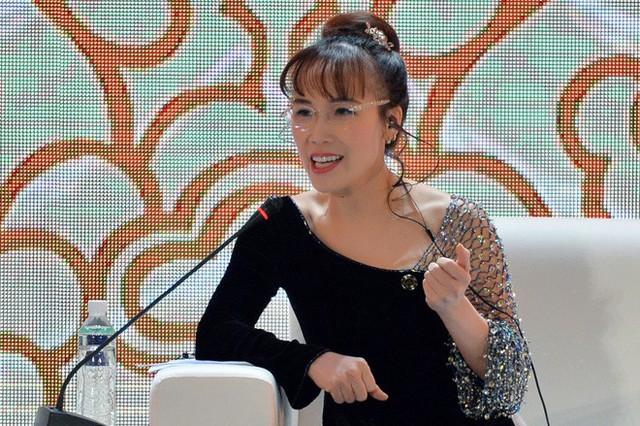 Nữ tỷ phú Việt đầu tiên lọt top 1.000 người giàu có nhất hành tinh: Mặc váy hoa, mang giày cao gót và tay cầm đô la - Ảnh 3.