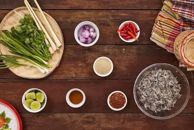 Món ăn sống còn nhảy tanh tách, ai cũng muốn bỏ chạy nhưng rất nổi tiếng ở Thái Lan - Ảnh 3.
