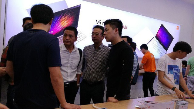 CEO Xiaomi đích thân đi khảo sát cửa hàng Mi Store đầu tiên tại Việt Nam - Ảnh 1.