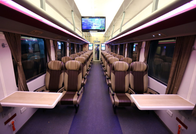 Thử nghiệm đoàn tàu thế hệ mới cùng suất ăn hàng không trên tuyến đường sắt Bắc Nam - Ảnh 4.