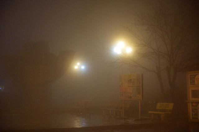 Chùm ảnh: Cả thị trấn Sapa chìm trong sương mù dưới cái rét 4 độ C - Ảnh 4.