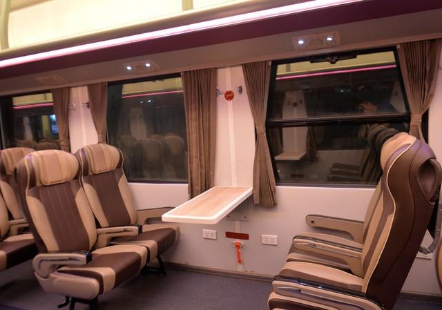 Thử nghiệm đoàn tàu thế hệ mới cùng suất ăn hàng không trên tuyến đường sắt Bắc Nam - Ảnh 5.