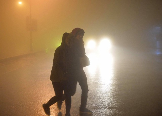 Chùm ảnh: Cả thị trấn Sapa chìm trong sương mù dưới cái rét 4 độ C - Ảnh 5.