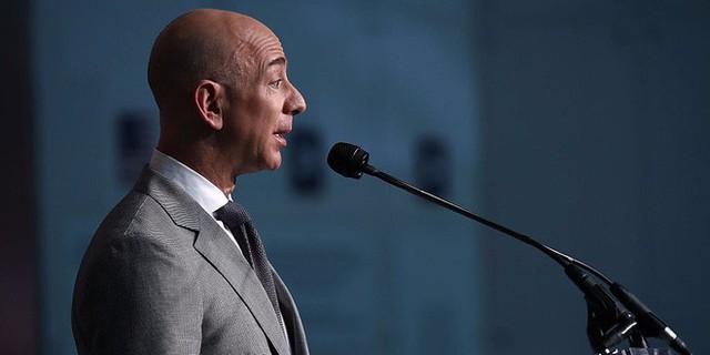 Cấm dùng Powerpoint, làm việc ở đây không dễ đâu và 7 ví dụ về phong cách quản lý không giống ai của Jeff Bezos - Ảnh 6.