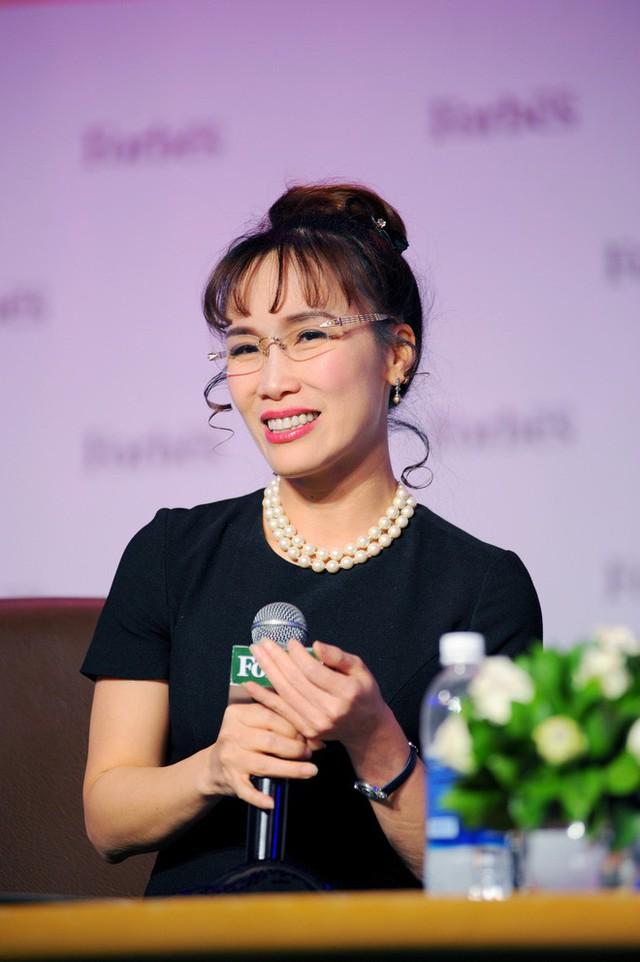 Nữ tỷ phú Việt đầu tiên lọt top 1.000 người giàu có nhất hành tinh: Mặc váy hoa, mang giày cao gót và tay cầm đô la - Ảnh 6.