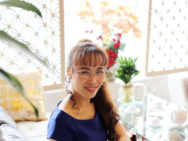 Nữ tỷ phú Việt đầu tiên lọt top 1.000 người giàu có nhất hành tinh: Mặc váy hoa, mang giày cao gót và tay cầm đô la - Ảnh 7.